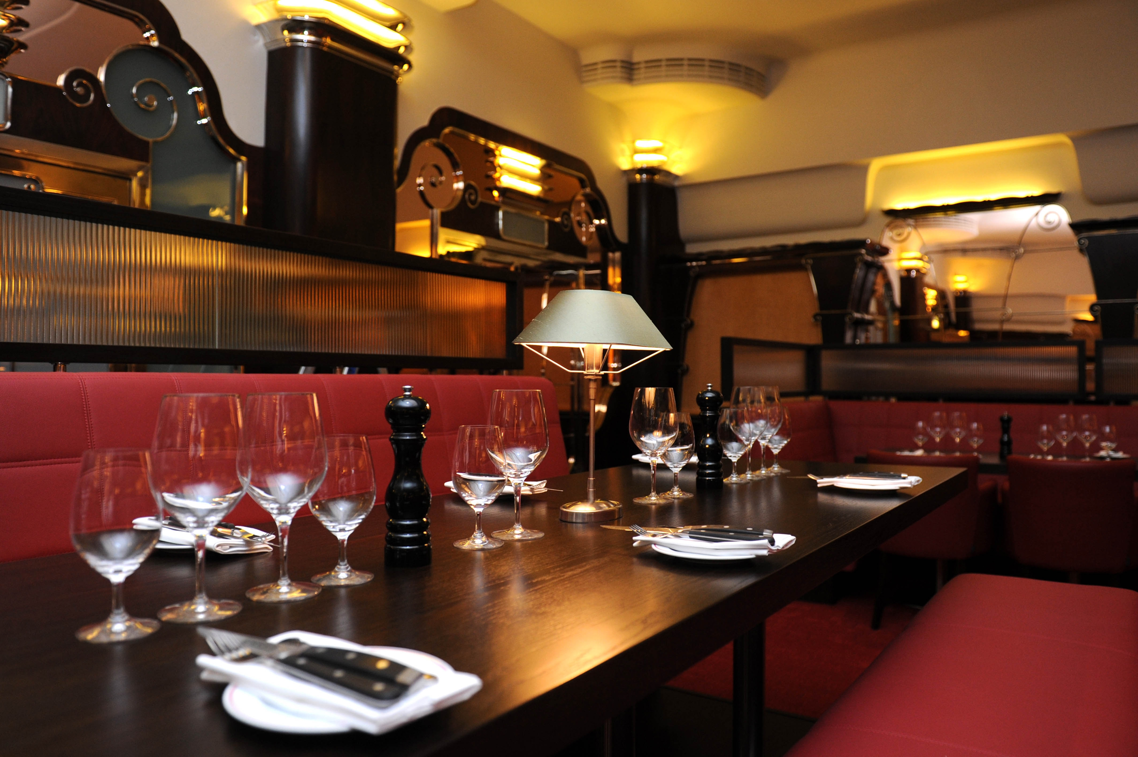 Trendy steak house mash opens in art deco building for Deco restaurant